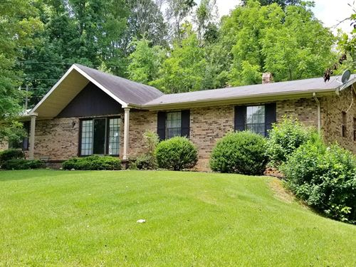 Ranch Style Brick Home Town Acreage : Lobelville : Perry County : Tennessee