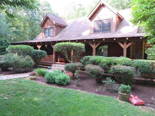 Old Virginia Hand-Hewn Log Cabin : Chatam : Pittsylvania County : Virginia