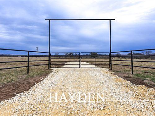 100+ Acres, Pond, Working Pens : Desdemona : Eastland County : Texas