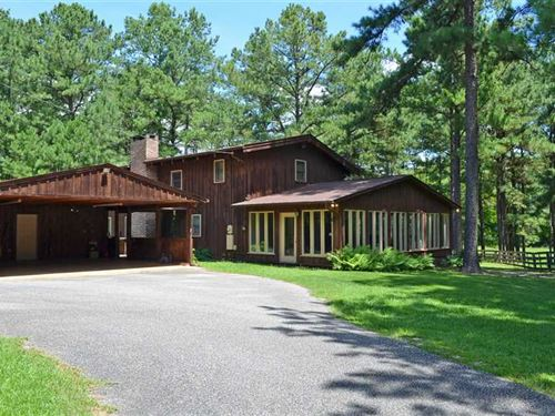 Beautiful Home Nestled in The Quie : Hurtsboro : Russell County : Alabama