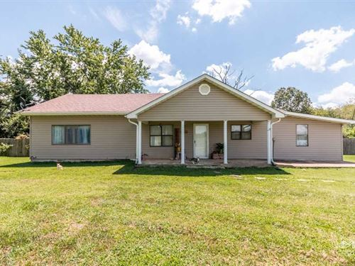 Residential Home on 8.2 Acres For : Poplar Bluff : Butler County : Missouri