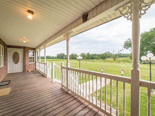 Cattle Ranch & Hunting Property AR : Little Texas : Scott County : Arkansas