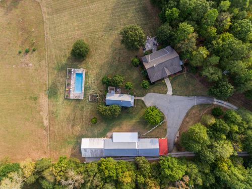 Family Compound Down Winding Drive : Eatonton : Putnam County : Georgia