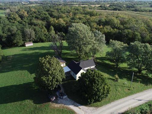 Very Cute Farmhouse With 5 Acre : Saint Joseph : Andrew County : Missouri