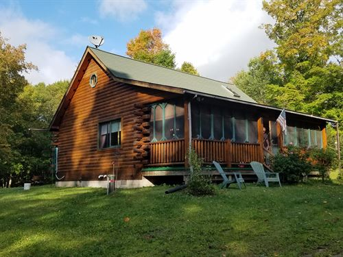 Log Home 36 Acre Lakes, Borders : Channing : Dickinson County : Michigan