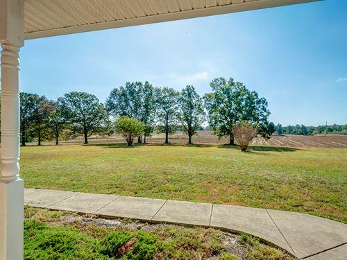 Gorgeous Farm-Custom Home On 140 Ac : McEwen : Humphreys County : Tennessee