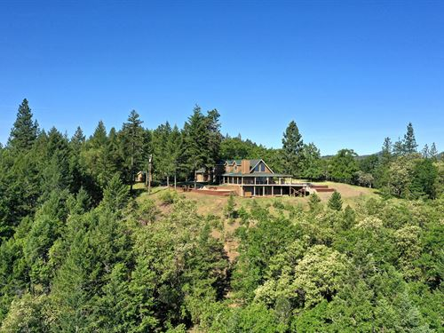 Immaculate Hilltop View Home : Jacksonville : Jackson County : Oregon