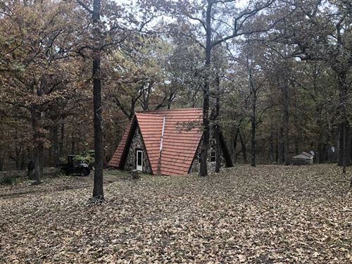 37 Acres Secluded Cabin In : Edwards : Benton County : Missouri