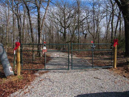 Tranquil Bachelor Farm Road Home : Atoka : Oklahoma