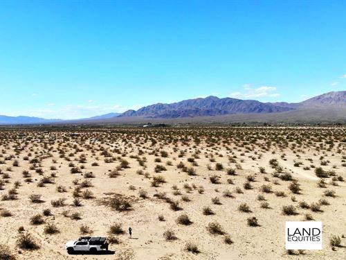 Near Joshua Tree National Park : Twentynine Palms : San Bernardino County : California