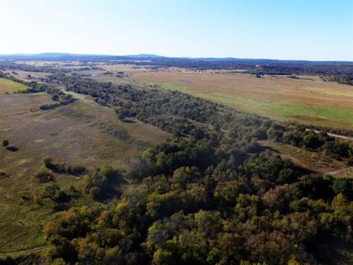 A Hunting Paradise With Drive-Up : Wilburton : Latimer County : Oklahoma