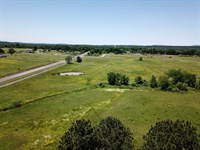 Highway Homesite Livestock Land : Howe : Le Flore County : Oklahoma