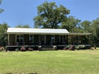 Country Home with Beautiful Setting : Americus : Sumter County : Georgia