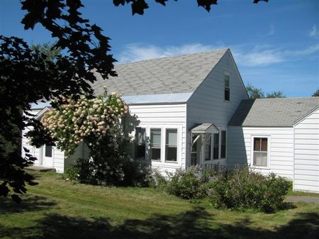Country Homestead On The Penobscot : Medway : Penobscot County : Maine
