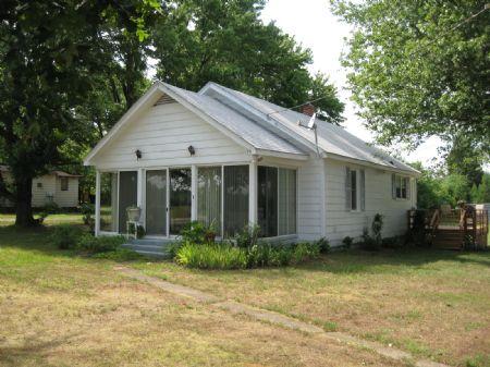 Cozy Bungalow : Farmville : Prince Edward County : Virginia