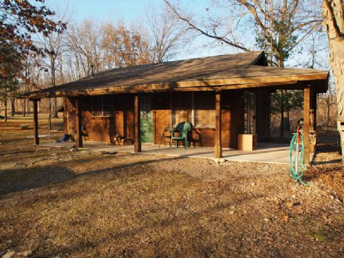 172 Ac. Hunting, Cabin & Lake : Pleasant Hill : Pike County : Illinois