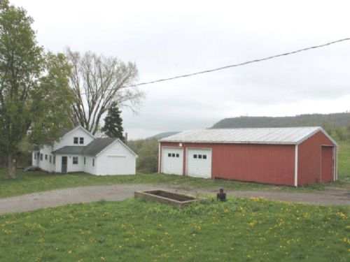 44 Acres Farmhouse Farmland Barns : Newport : Herkimer County : New York