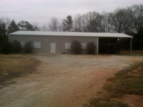 30 Acres With Barn And Brick Veneer : Anderson : Anderson County : South Carolina