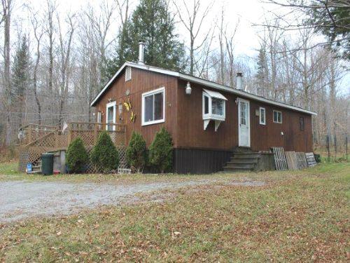 6 Acres Cottage Borders State Land : Caroga : Fulton County : New York