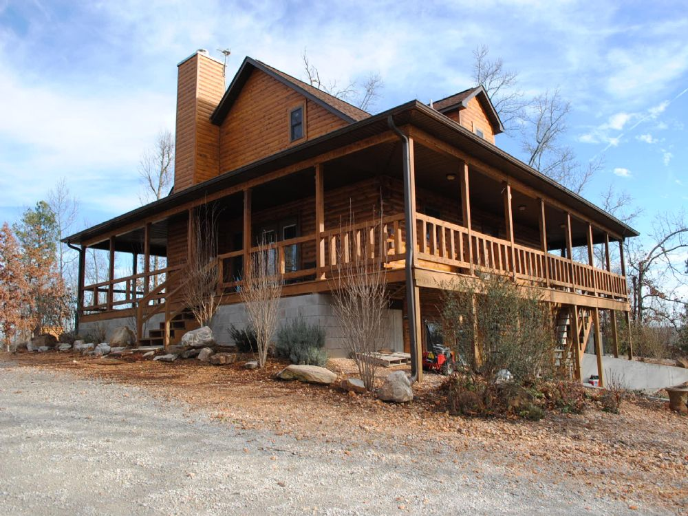 Log Home, Cattle Ranch, Creek, View : Melbourne : Izard County : Arkansas