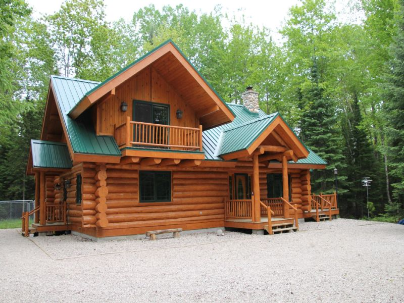 Magnificent Home On Clear Lake : Millersburg : Presque Isle County : Michigan