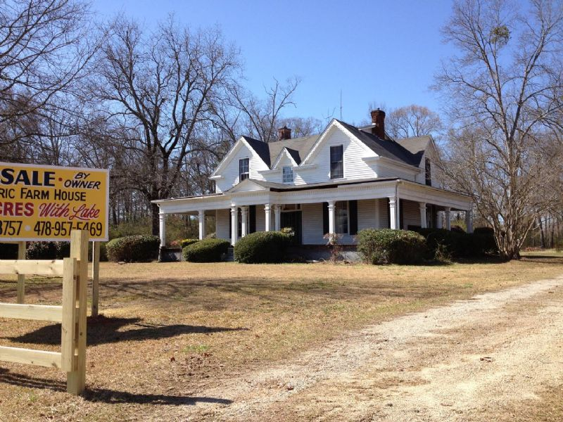 Historic farmhouse 22 5 acres lake farm for sale by for Old farm houses for sale in georgia