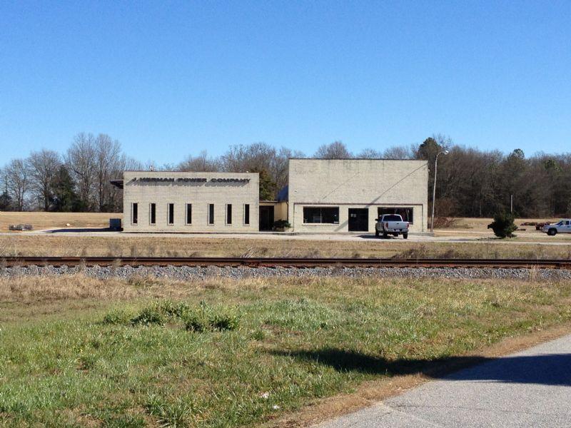 Highway 14 Parcel & Office Building : Laurens : Laurens County : South Carolina