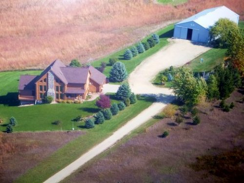 Custom Built Log Home On 40 Acres : Barneveld : Iowa County : Wisconsin