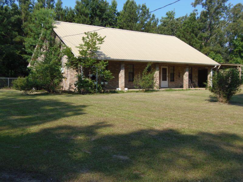 2/2 Brick Home On 10 Acres : Dry Prong : Grant Parish : Louisiana