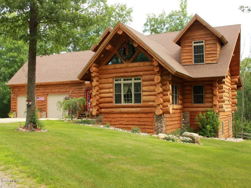 Authentic Log Home : Harrison : Clare County : Michigan