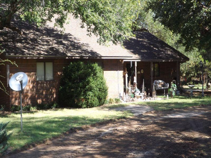 Beautiful Brick Home * 12.25± Acres : Ringwood : Major County : Oklahoma