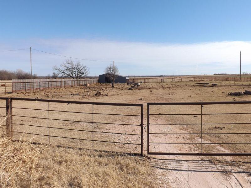 2,000± Acres - Cropland - Grass : Okeene : Blaine County : Oklahoma