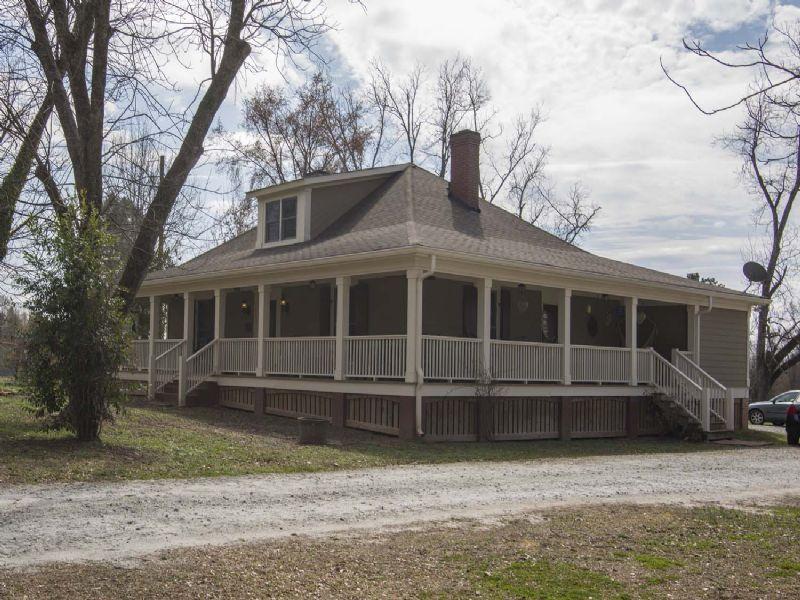 Historic Home, 15 Acres, Barn : Madison : Morgan County : Georgia