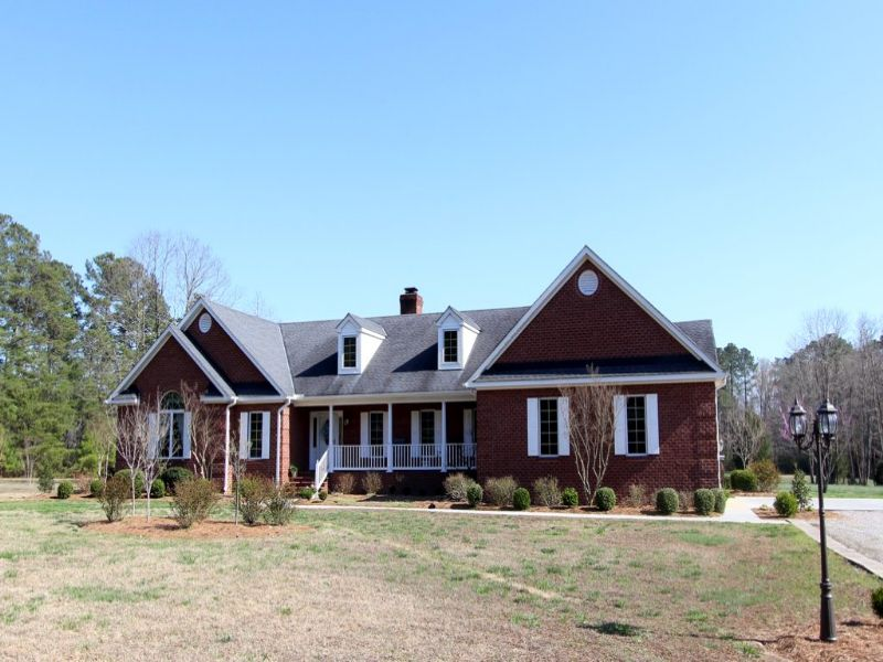 Beautiful Home On 9.63 Acres : Spring Grove : Prince George County : Virginia