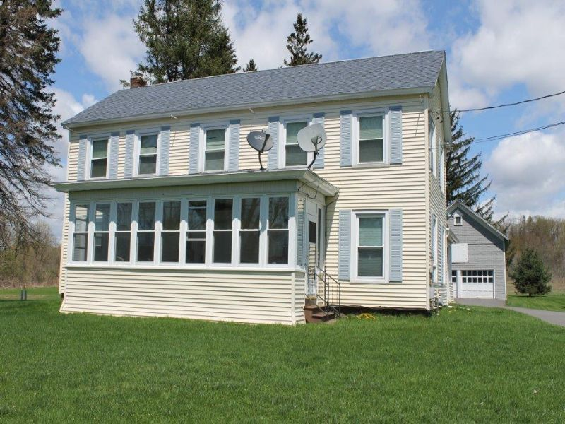 Colonial Home On 23 Acres Farm : Schuyler : Herkimer County : New York