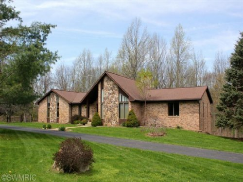 Custom Ranch Home On 29 Acres : Hastings : Barry County : Michigan