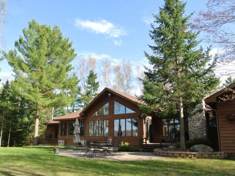 Exquisite Eagle River Estate : Eagle River : Oneida County : Wisconsin