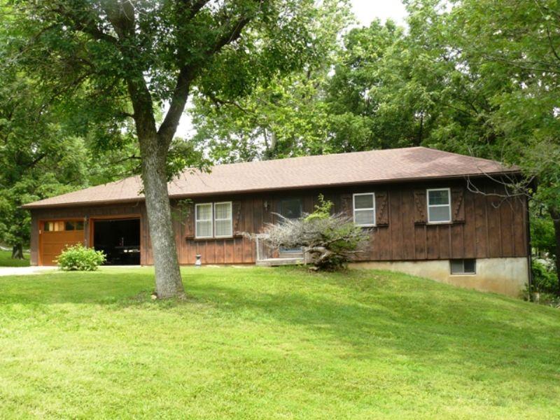 Country Property Absolute Auction : Edwardsville : Wyandotte County : Kansas