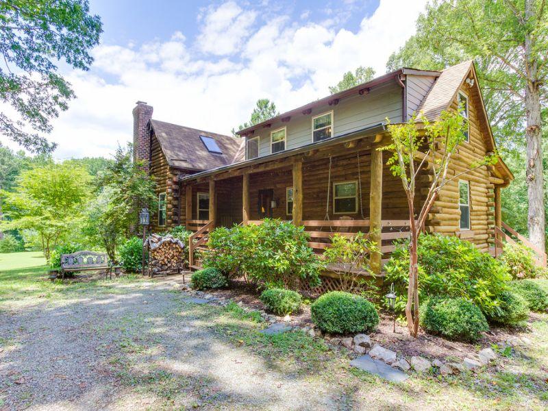 Beautiful Log Home On 6.7 Acres : Rockville : Goochland County : Virginia