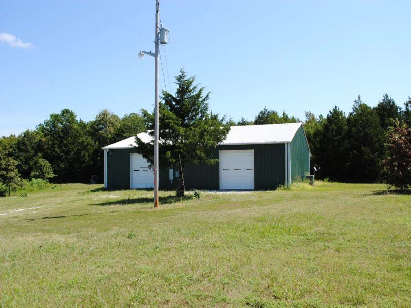 Homesite, Large Building, 17 Acres : Mountain View : Stone County : Arkansas