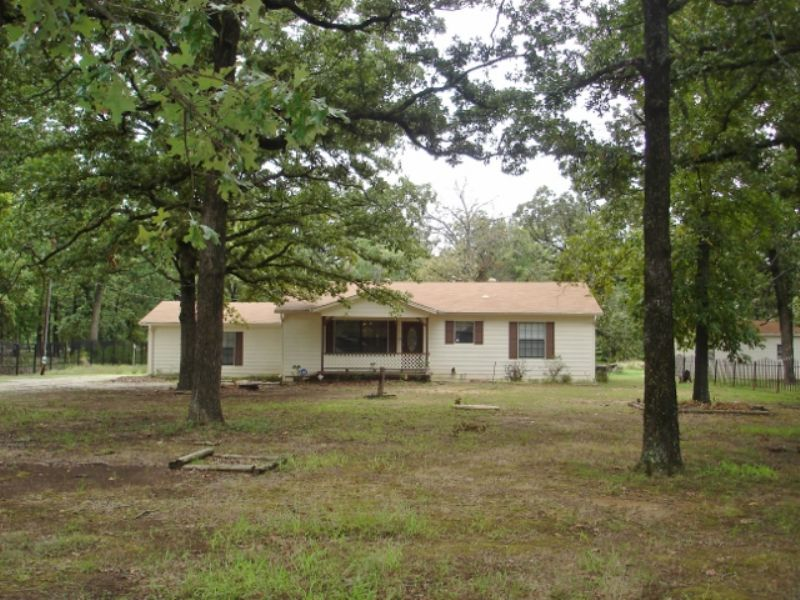 Beautiful Updated  Home On 5 : Blossom : Lamar County : Texas