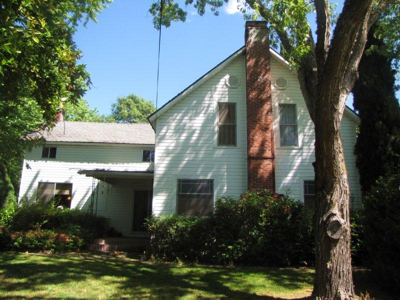 Lathrop Lane Family Farm : Grants Pass : Josephine County : Oregon