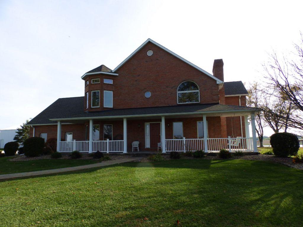 60 Ac Beautiful Brick Home And Lake : Beverly : Adams County : Illinois