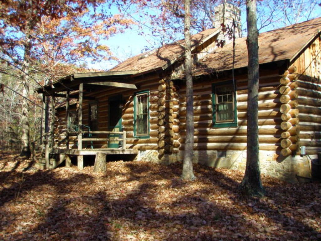 Cabin At The Pond : Charlotte Court House : Charlotte County : Virginia