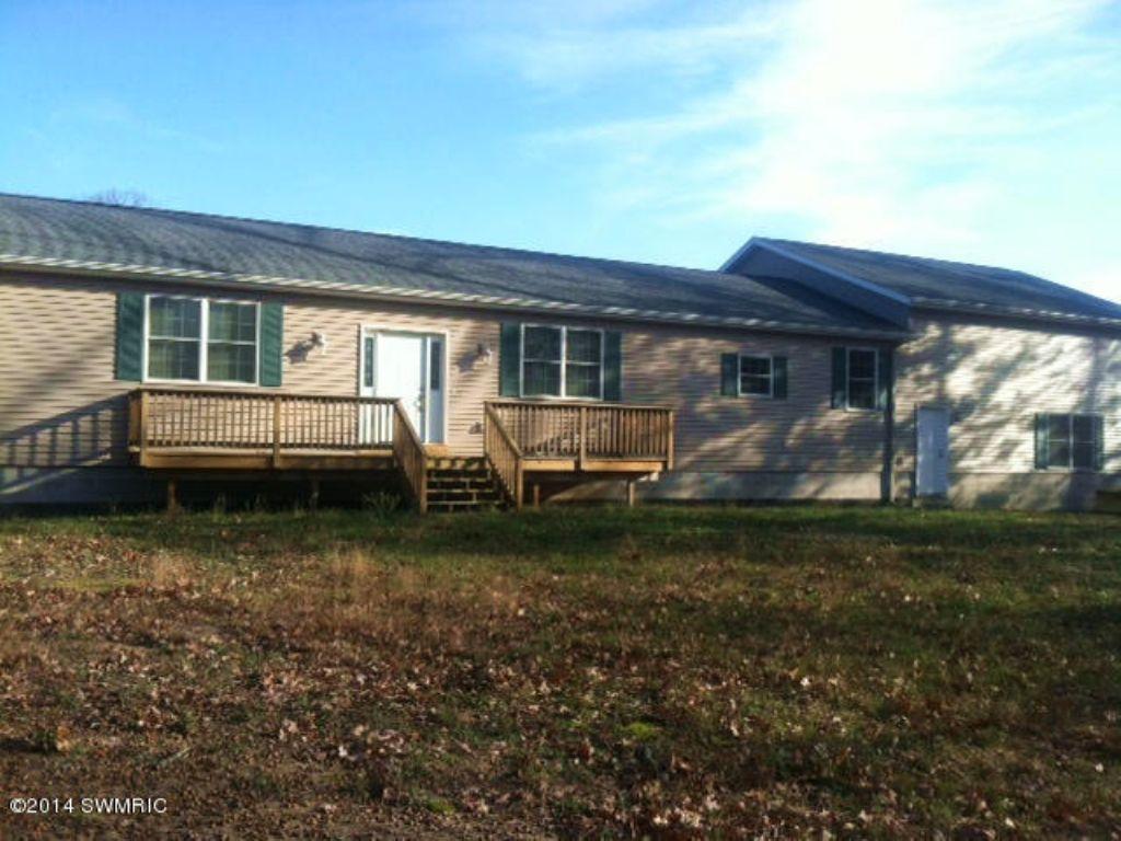 Spacious Home On 10 Acres : Newaygo : Newaygo County : Michigan