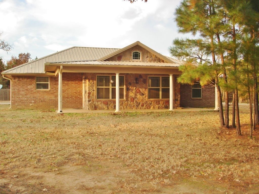 Beautiful Brick Home On 9+ Acres : Detroit : Red River County : Texas
