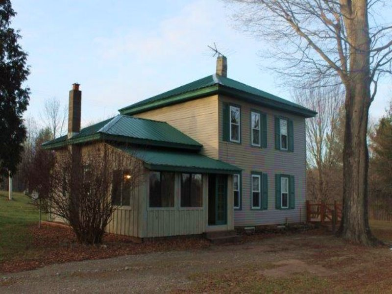 Home In Amboy With Scenic Pond : Amboy : Oswego County : New York