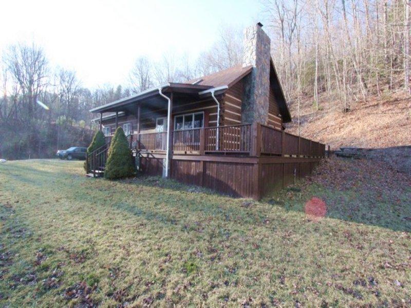 Log Home/ Acreage/ Private Setting : Troutdale : Grayson County : Virginia