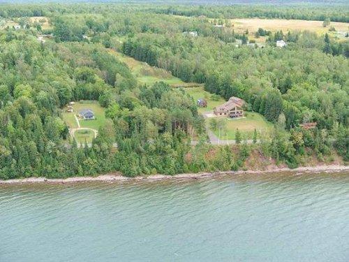16421 Bayshore, L'anse, 1084927 : Lanse : Baraga County : Michigan