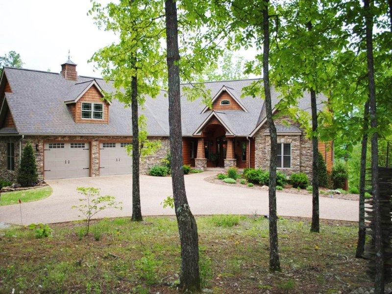 Luxurious Custom Home And 20 Acres : Mountain View : Stone County : Arkansas